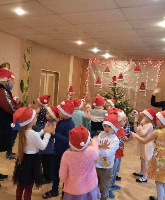 Darbīgie Ziemassvētki Mazzalves pamatskolas piecgadīgajiem un sešgadīgajiem bērniem