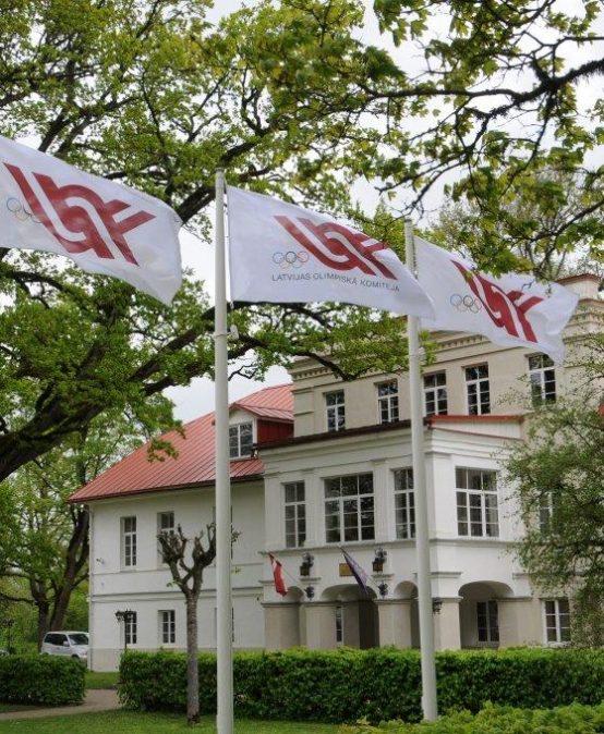 Mazzalvē plīvo olimpiskie karogi